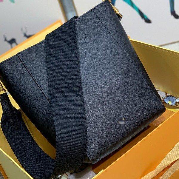 黑色水桶包 2021新款明星同款高品质水桶包百搭时尚宽肩带纯色女士单肩包黑色_推荐淘宝好看的黑色水桶包
