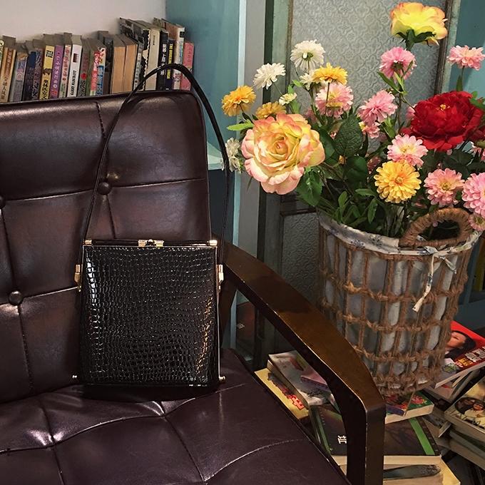 黑色手提包 【新款】古董复古风黑色经典vintage手提单肩两用中型女士包袋_推荐淘宝好看的黑色手提包