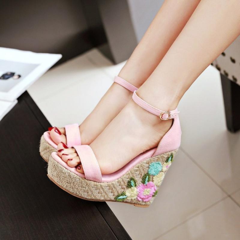 粉红色凉鞋 蓝色粉红色绿色鞋女民族风绣花高跟鞋女坡跟凉鞋大码女鞋40-48 YQ_推荐淘宝好看的粉红色凉鞋