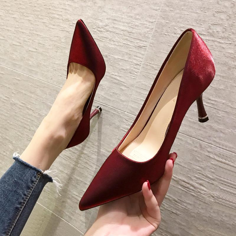 红色尖头鞋 2021年春秋新款红色高跟鞋细跟婚鞋新娘法式绸缎尖头秀禾婚纱两穿_推荐淘宝好看的红色尖头鞋