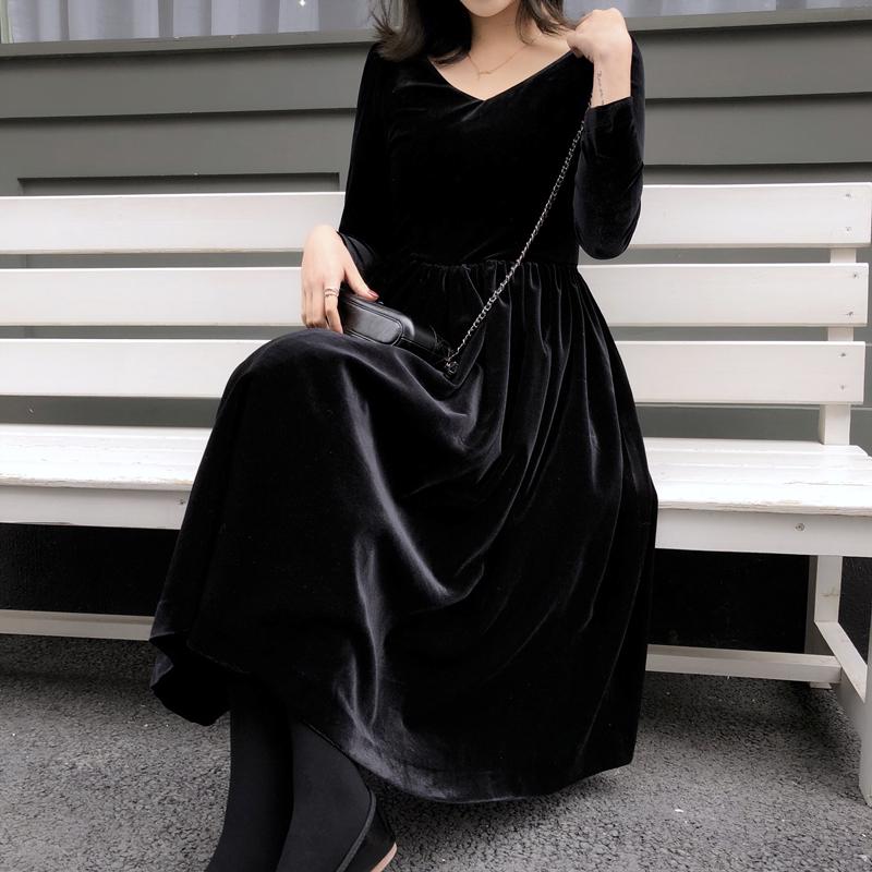 女士修身连衣裙 2018冬季新款黑色复古V领气质连衣裙绒面修身高腰裙子女装安娜家_推荐淘宝好看的修身连衣裙