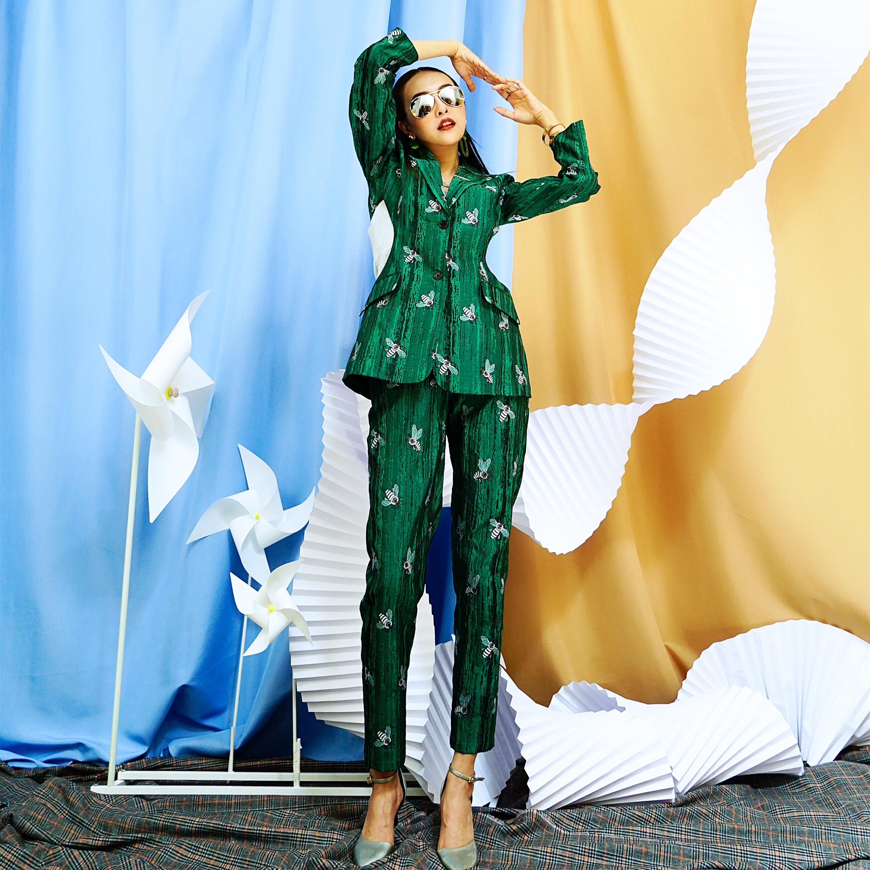 女士休闲西服 松鼠家做客原创设计镂空个性西服两件套装2021欧洲站休闲女新品花_推荐淘宝好看的女休闲西装
