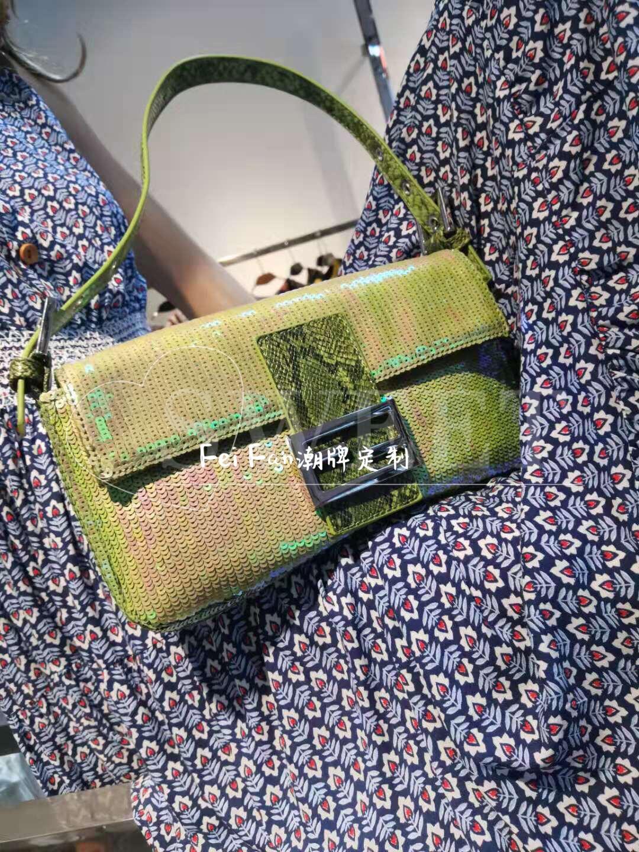 绿色手提包 小众设计新款时尚包绿色亮片法棍包百搭单肩手提包腋下包_推荐淘宝好看的绿色手提包