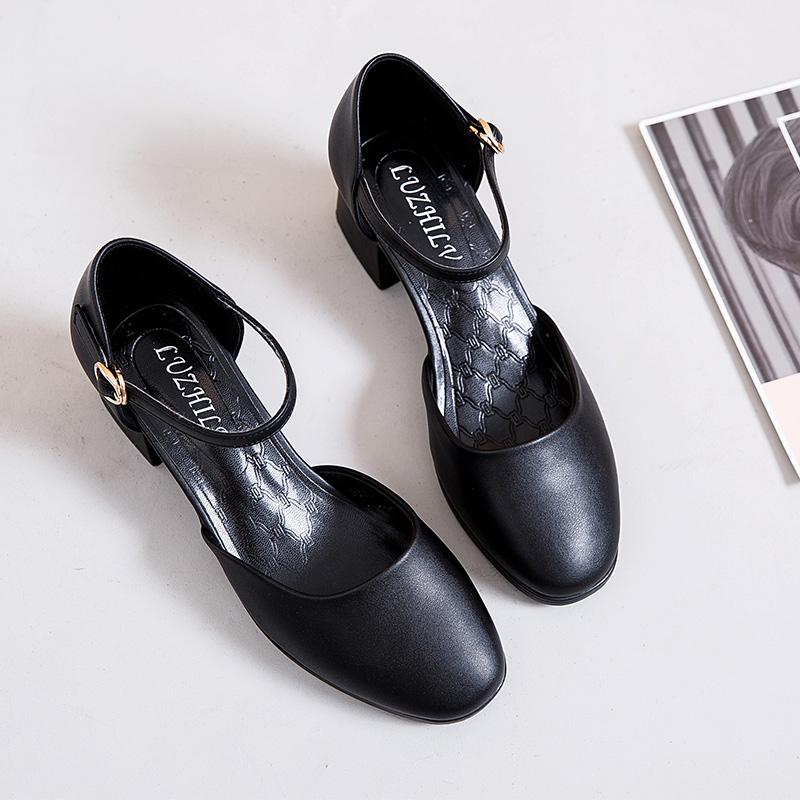黑色凉鞋 方头凉鞋女粗跟夏季包头中跟黑色高跟鞋女职业一字扣带中空女皮鞋_推荐淘宝好看的黑色凉鞋