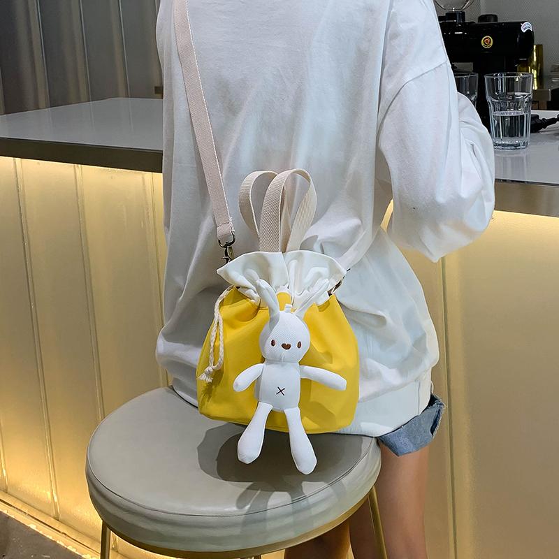 黄色水桶包 可爱百搭ins帆布斜挎包小包秋冬流行包包女包新款2020少女水桶包_推荐淘宝好看的黄色水桶包