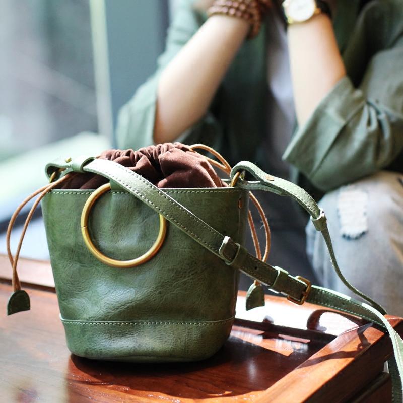 绿色复古包 复古原创迷你绿色植鞣牛皮小水桶包女文艺挎包金属圆环手柄手提包_推荐淘宝好看的绿色复古包