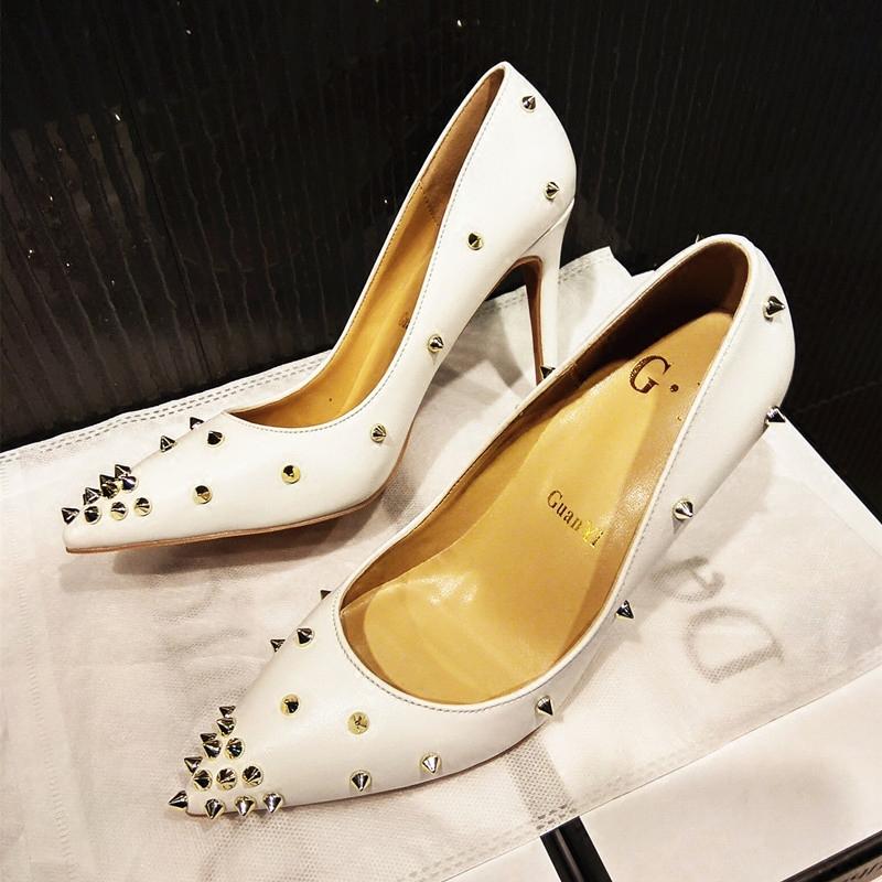 白色高跟单鞋 2019夏季欧美铆钉尖头高跟鞋细跟金色单鞋白色裸色浅口小码鞋女_推荐淘宝好看的女白色高跟单鞋