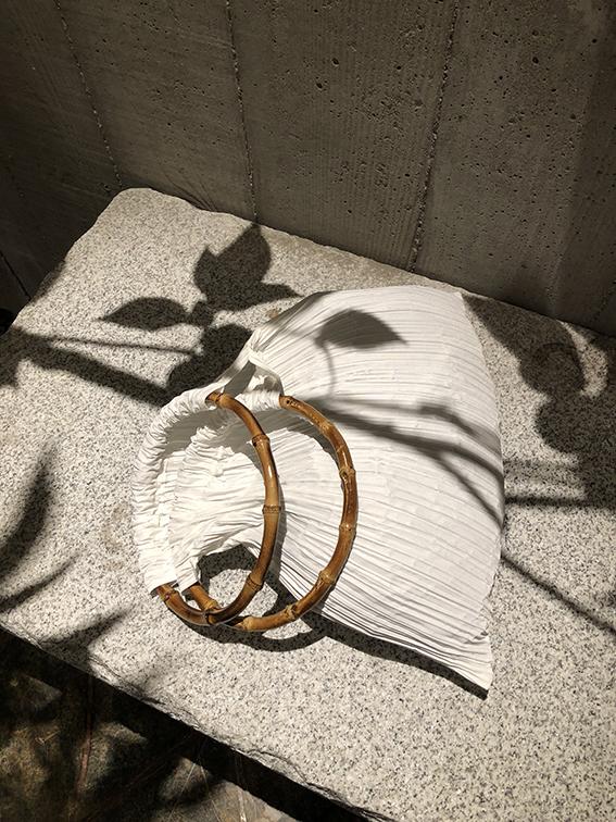 白色手提包 高端褶皱肌理特别的白色圆竹节手提包腋下包_推荐淘宝好看的白色手提包