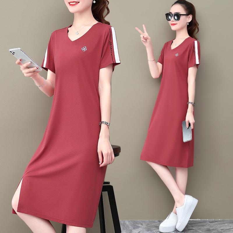 红色连衣裙 红色连衣裙女夏装2020年新款时尚V领t恤裙中长款开叉休闲运动裙子_推荐淘宝好看的红色连衣裙