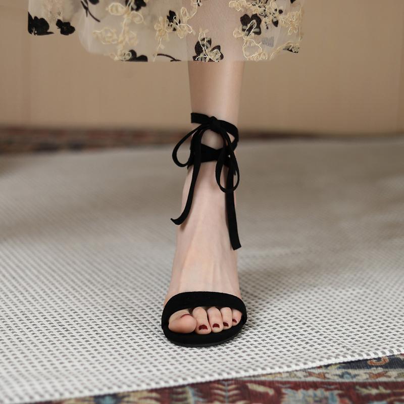 黑色凉鞋 绑带凉鞋女小ck中跟两穿仙女风粗跟202021夏新款黑色一字带高跟鞋_推荐淘宝好看的黑色凉鞋