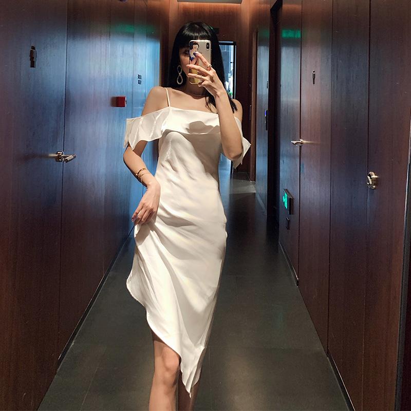 白色吊带连衣裙 Lovemonica一字肩吊带裙女2020新款夏轻熟风荷叶边性感气质连衣裙_推荐淘宝好看的白色吊带连衣裙