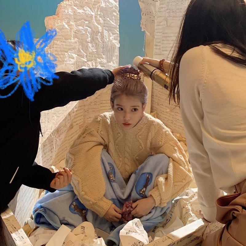 黄色针织衫 李知恩iu同款黄色毛衣女套头宽松外穿2021秋新款慵懒风麻花针织衫_推荐淘宝好看的黄色针织衫
