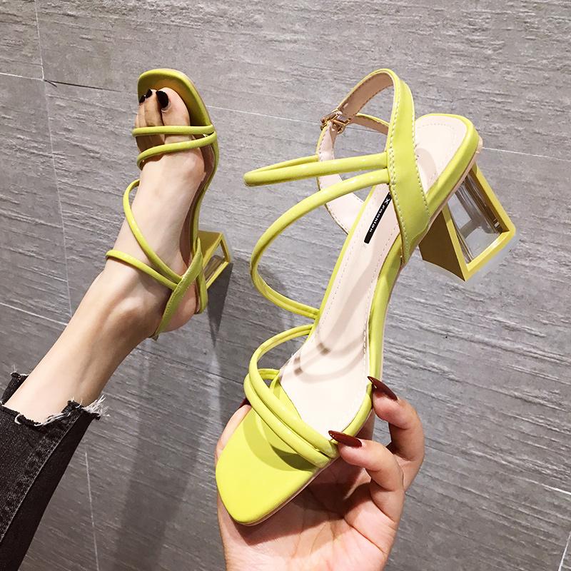 黄色凉鞋 粗跟凉鞋女夏季2019新款ins百搭仙女风黄色时尚一字带中跟高跟鞋_推荐淘宝好看的黄色凉鞋