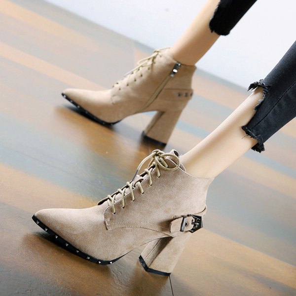 尖头短靴 帅气皮带扣通勤短靴女2020秋冬系带铆钉尖头粗跟高跟靴马丁靴踝靴_推荐淘宝好看的尖头短靴