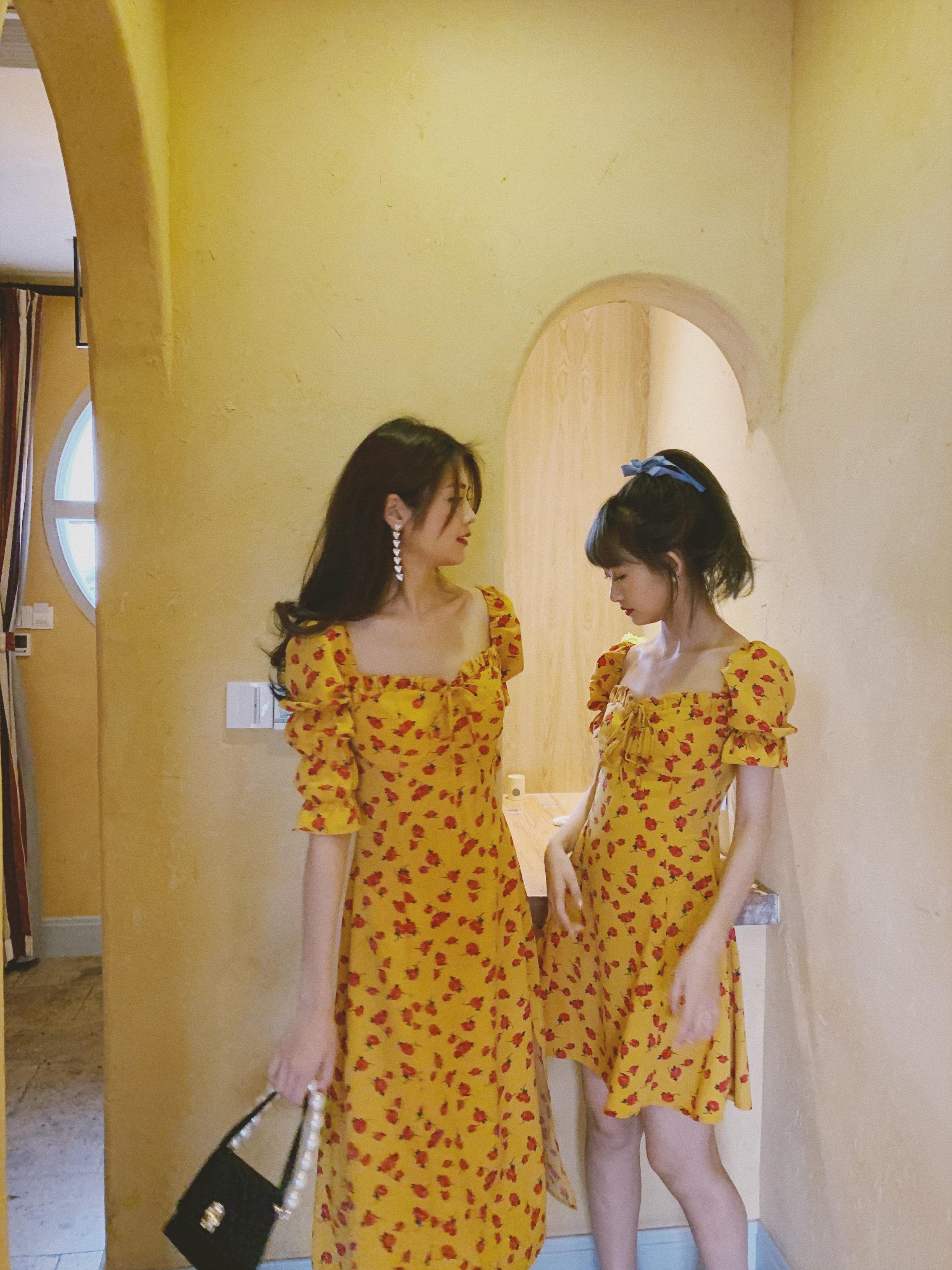 黄色连衣裙 下蛋喵 法国小众 19夏复古少女黄色印花修身显瘦高腰 碎花连衣裙_推荐淘宝好看的黄色连衣裙