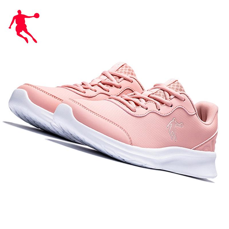 粉红色运动鞋 乔丹女生粉红色运动鞋2020冬轻便皮面舒适慢跑步鞋缓震防滑旅游鞋_推荐淘宝好看的粉红色运动鞋