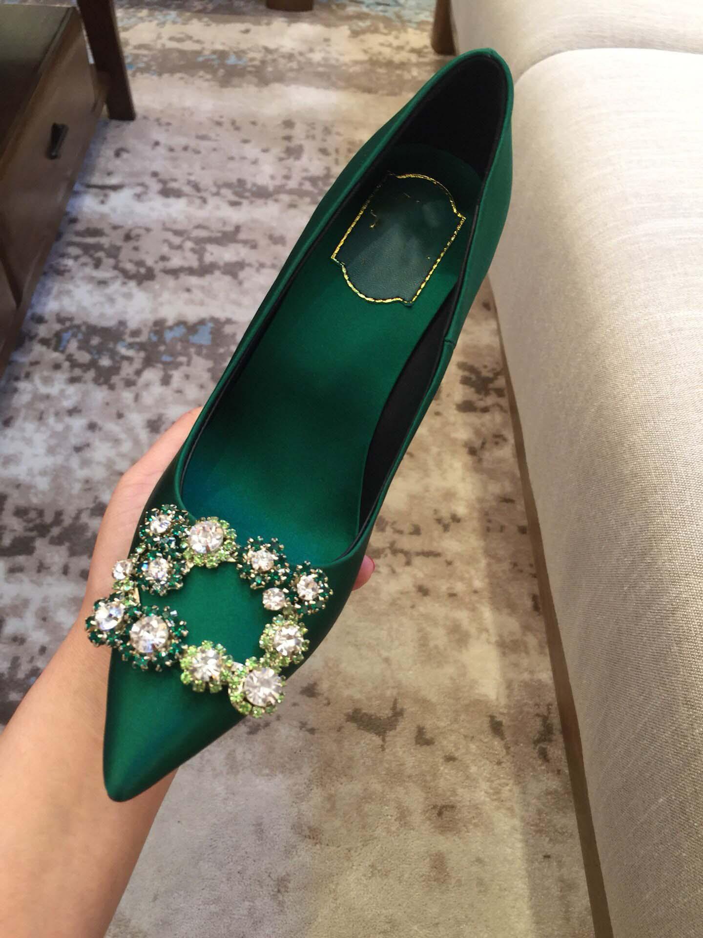 绿色高跟鞋 绿色绸缎平底单鞋水钻尖头中跟新款细跟方扣春女法式高跟鞋大码43_推荐淘宝好看的绿色高跟鞋