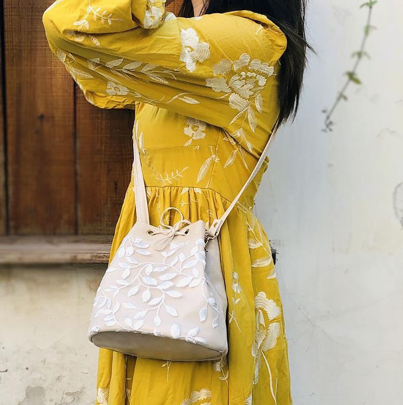 高档时尚手提包 高档2019春夏新款女包质感洋气韩版百搭刺绣蕾丝斜挎方包手提水。_推荐淘宝好看的女高档手提包