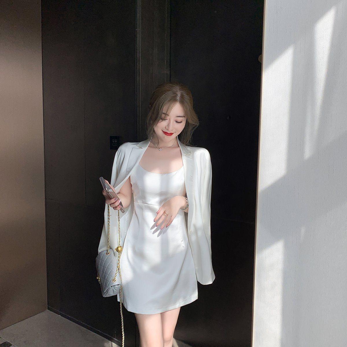 白色吊带连衣裙 夏季白色收腰缎面一字肩吊带连衣裙女性感内搭打底裙短裙子_推荐淘宝好看的白色吊带连衣裙