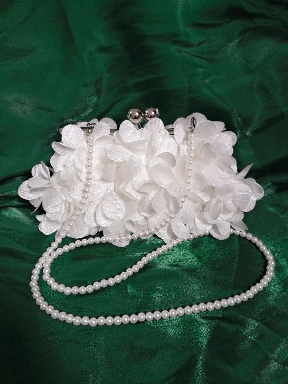 白色手拿包 。新款仙女花朵包白色小提包女礼服包包手拿斜挎包仙气花瓣旗袍手_推荐淘宝好看的白色手拿包