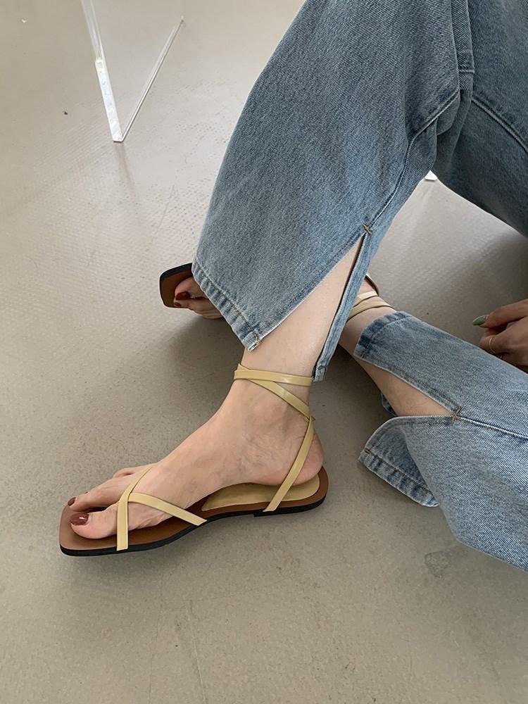 黄色罗马鞋 2021年新款凉鞋夏仙女时装百搭夹趾韩版简约方头黄色平底罗马鞋子_推荐淘宝好看的黄色罗马鞋
