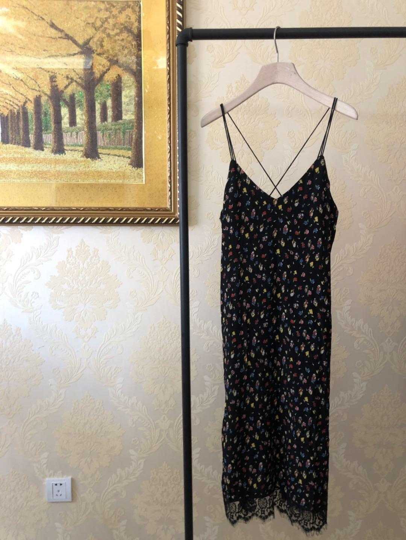 黑色蕾丝连衣裙 【摩系列】黑色红黄蓝小碎花下拼蕾丝边细吊带连衣裙MA172DRS115_推荐淘宝好看的黑色蕾丝连衣裙