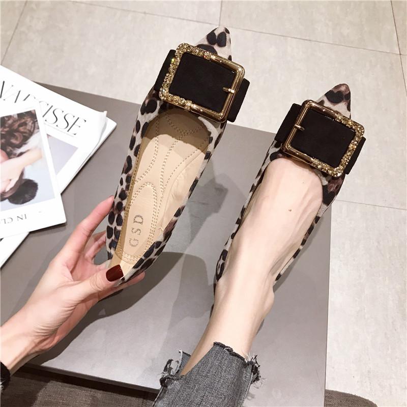 豹纹单鞋 。潮流女鞋豹纹浅口金属扣单鞋2021新款尖头平底女鞋大码_推荐淘宝好看的豹纹单鞋