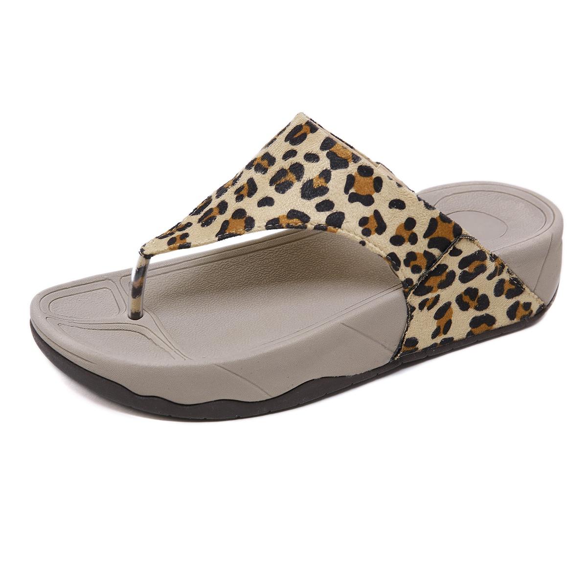 夏季豹纹坡跟鞋 夹脚拖鞋r女夏外穿百搭时尚沙滩海边坡跟厚底豹纹大码可泡水人字_推荐淘宝好看的女夏豹纹坡跟鞋