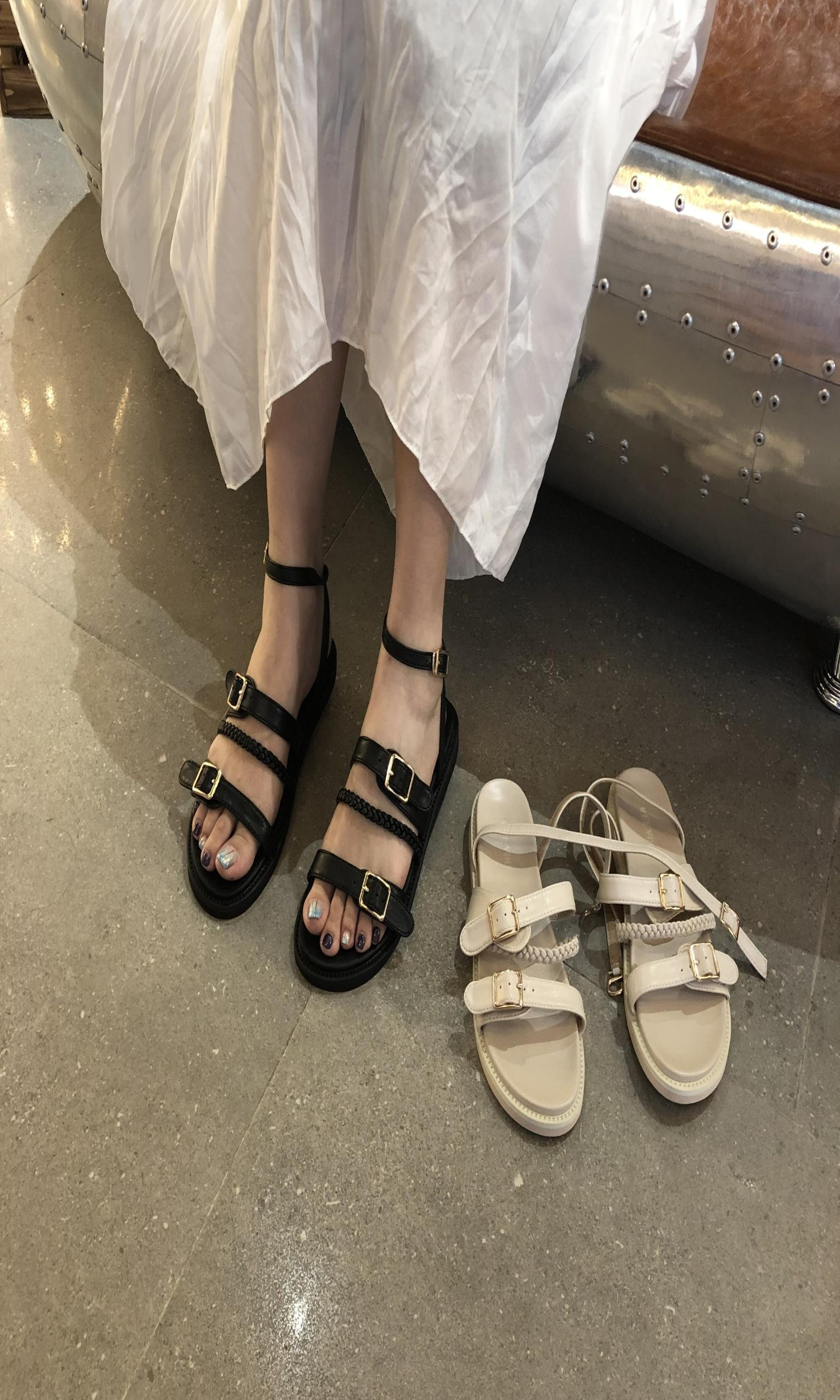 平跟罗马凉鞋 夏季一字扣带黑色平底凉鞋女2019新款英伦仙女风百搭J平跟罗马鞋_推荐淘宝好看的女平跟罗马凉鞋