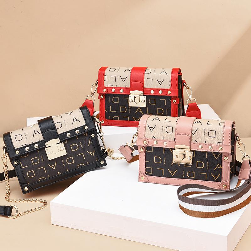 粉红色链条包 韩版时尚单肩包女链条包字母小方包定型包迷你夏季斜跨小包包XRC_推荐淘宝好看的粉红色链条包