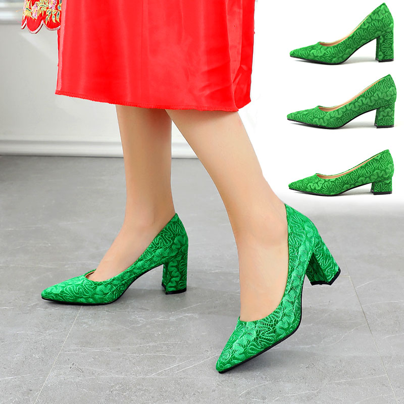 绿色尖头鞋 绿色婚鞋新娘鞋粗跟尖头女高跟绿鞋绒面蕾丝单鞋结婚鞋舒适上轿鞋_推荐淘宝好看的绿色尖头鞋