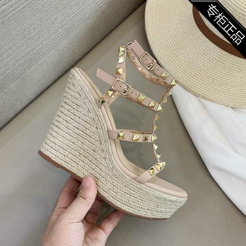 坡跟罗马鞋 专柜品牌年夏季真皮凉鞋罗马超高跟坡跟女式铆钉松糕底牛皮露趾_推荐淘宝好看的坡跟罗马鞋