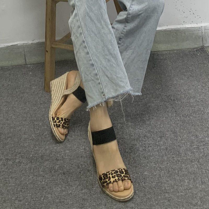 休闲豹纹坡跟鞋 外贸女鞋一字带坡跟凉鞋休闲豹纹女鞋弹力布包邮_推荐淘宝好看的女休闲豹纹坡跟鞋