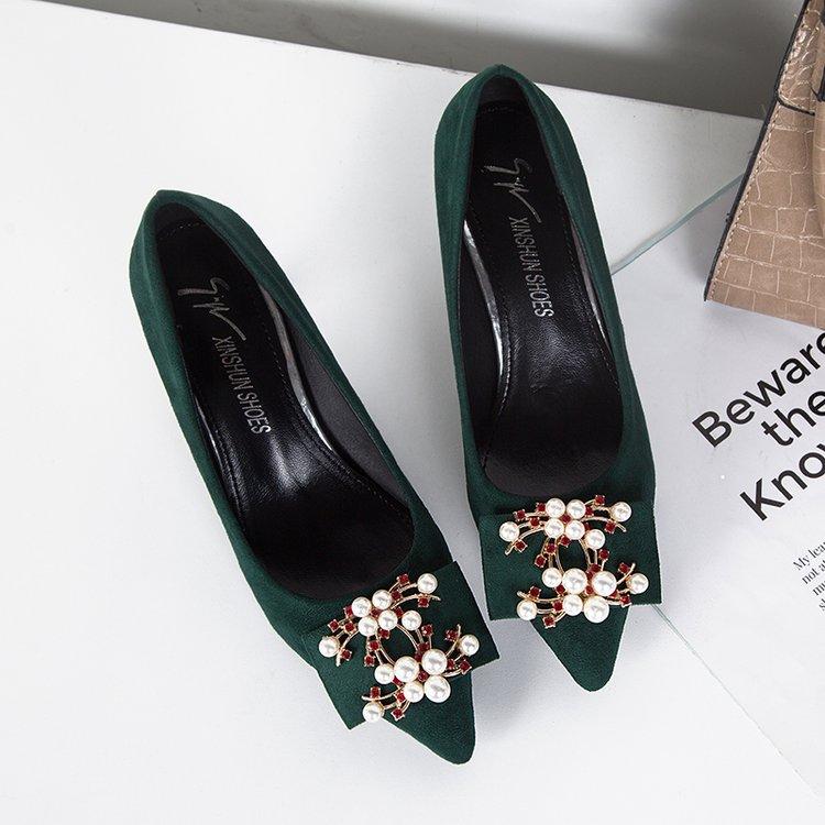 绿色高跟鞋 绿色婚鞋女高跟尖头浅口单鞋细跟中跟新娘鞋珍珠水砖搭扣春秋新款_推荐淘宝好看的绿色高跟鞋