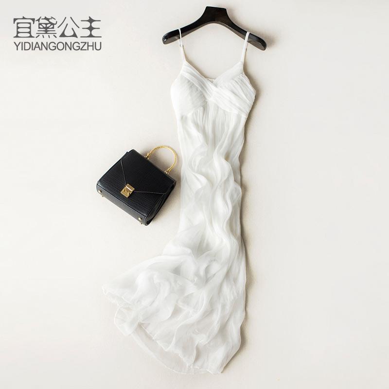 白色吊带连衣裙 宜黛公主白色度假沙滩长裙显瘦吊带V领桑蚕丝海边连衣裙真丝裙子_推荐淘宝好看的白色吊带连衣裙