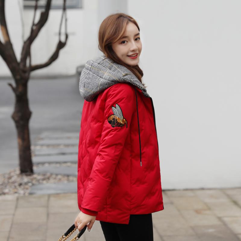 红色羽绒服 短款羽绒服女2020年新款韩版时尚爆款红色刺绣外套女式羽绒服反季_推荐淘宝好看的红色羽绒服