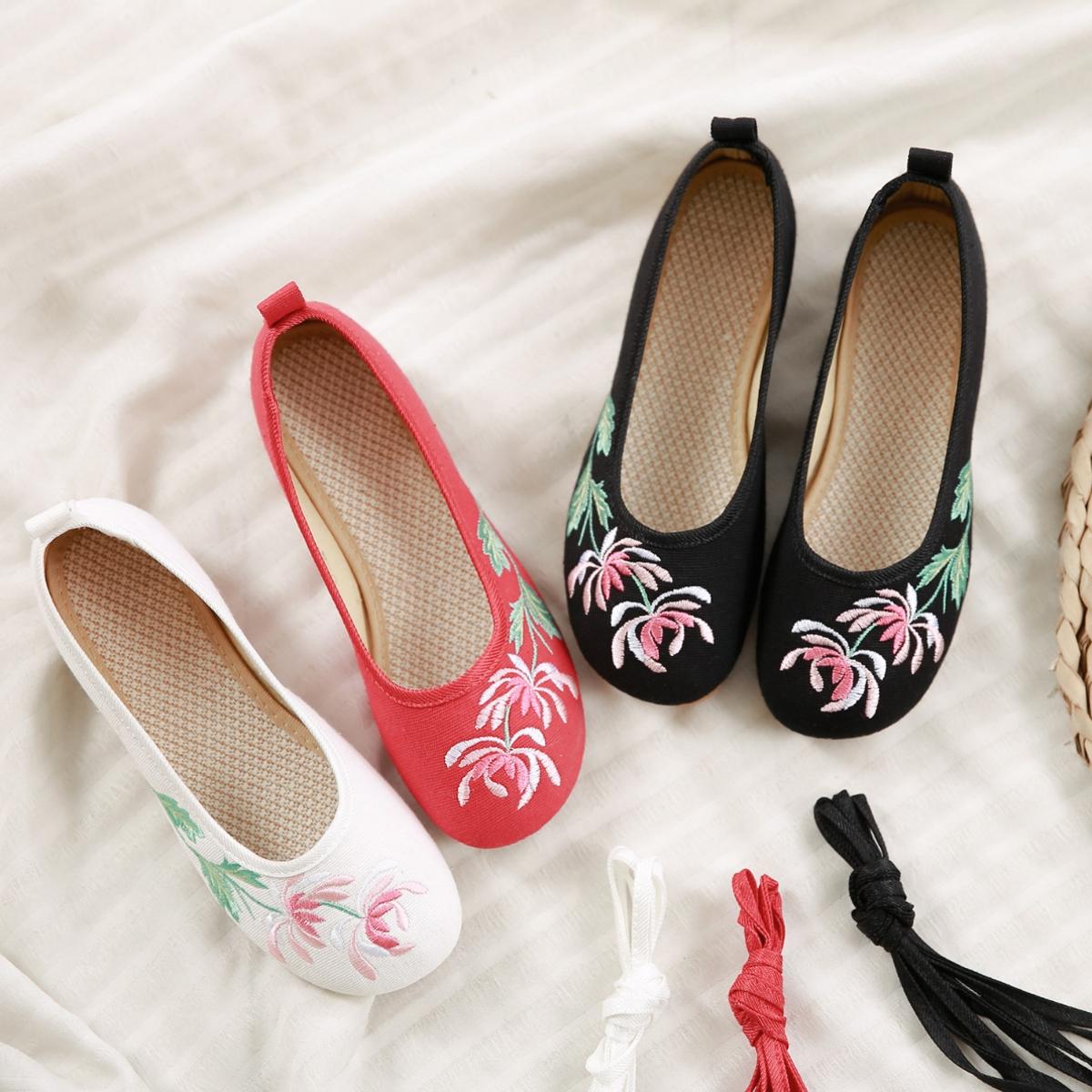 低跟坡跟鞋 老北京女布鞋复古汉服鞋春夏小坡跟古装绣花鞋古风低跟系带女单鞋_推荐淘宝好看的低跟坡跟鞋
