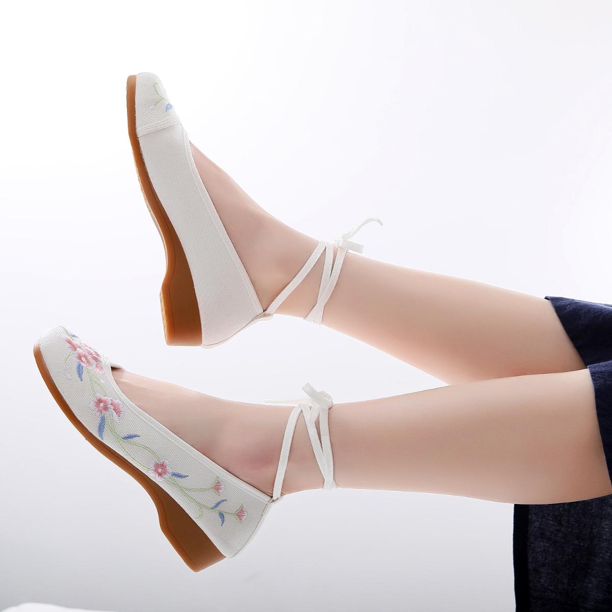 低跟坡跟鞋 汉服鞋子小坡跟古装绣花老北京布鞋女低跟古风布鞋女广场舞网红鞋_推荐淘宝好看的低跟坡跟鞋