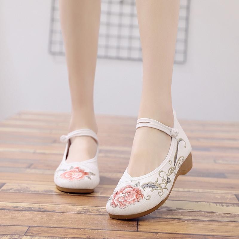 低跟坡跟鞋 2020新款春秋绣花鞋老北京布鞋女民族风休闲坡跟鞋舞蹈鞋低跟单鞋_推荐淘宝好看的低跟坡跟鞋