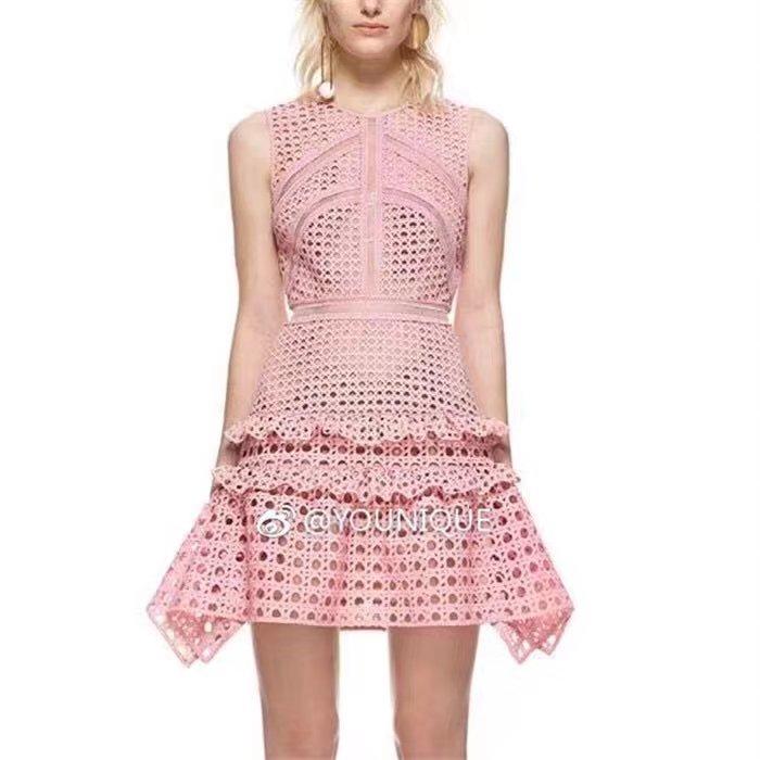 新款修身连衣裙 2861#新款女装重磅水溶蕾丝无袖背心修身粉色不规则连衣裙短裙_推荐淘宝好看的新款修身连衣裙