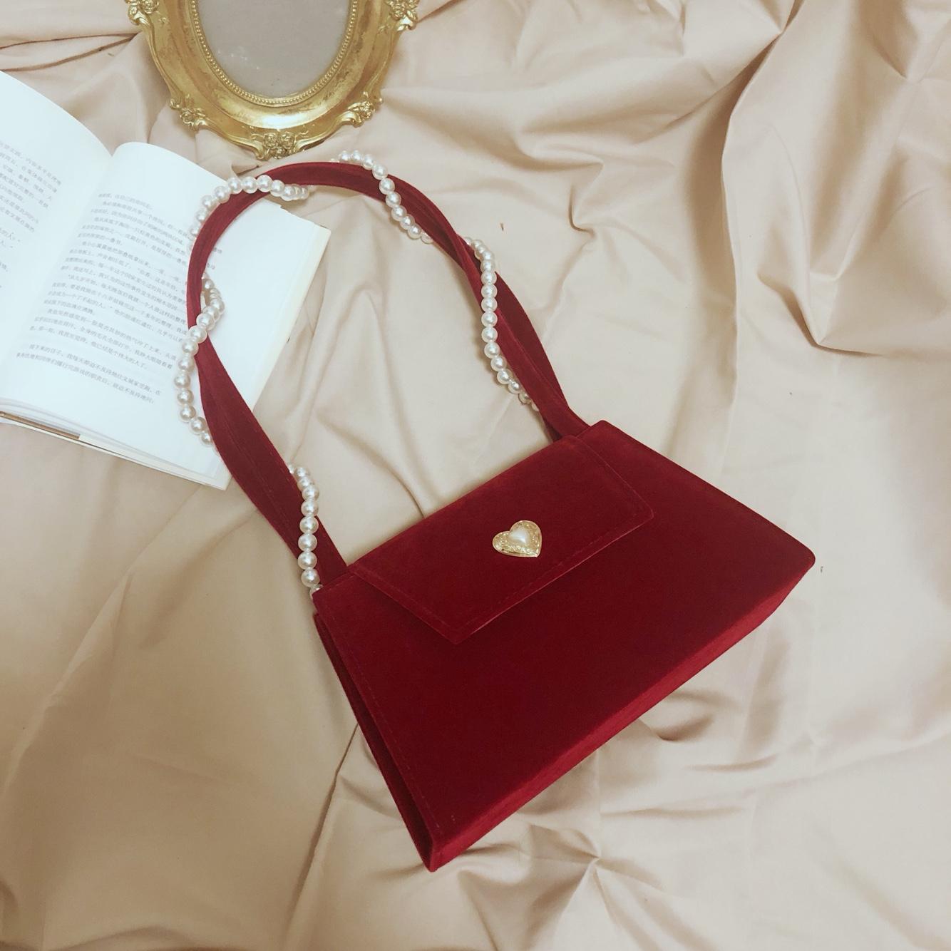 红色复古包 法式复古简约红色丝绒面爱心新娘婚礼结婚包珍珠手提斜挎晚宴女包_推荐淘宝好看的红色复古包
