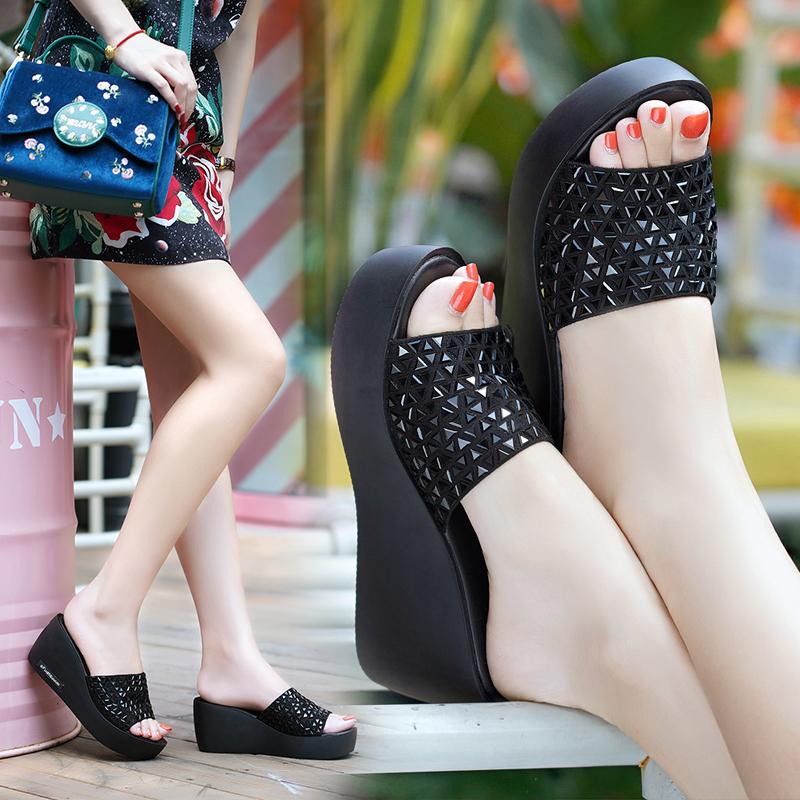 水钻坡跟鞋 真皮拖鞋女百丽纯爱夏季新款女鞋外穿坡跟厚底水钻凉鞋高跟一字拖_推荐淘宝好看的水钻坡跟鞋