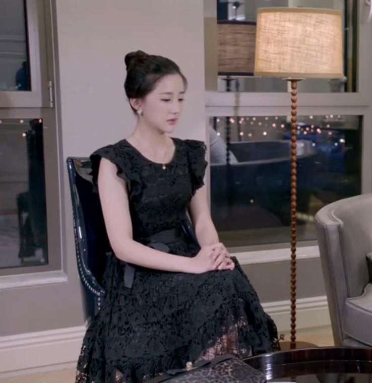 黑色蕾丝连衣裙 热播电视剧同款女新款修身显瘦中长裙圆领系带黑色蕾丝连衣裙_推荐淘宝好看的黑色蕾丝连衣裙