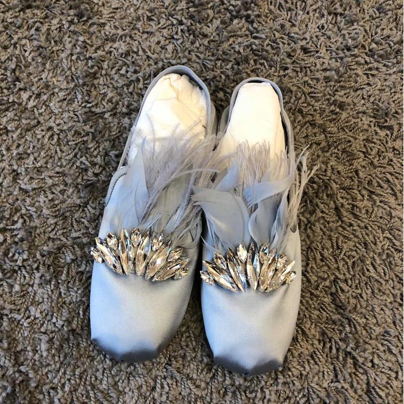 真皮平底鞋 绸缎面平底鞋水钻浅口芭蕾舞鞋2020新款一脚蹬圆头平跟真皮单鞋女_推荐淘宝好看的女真皮平底鞋