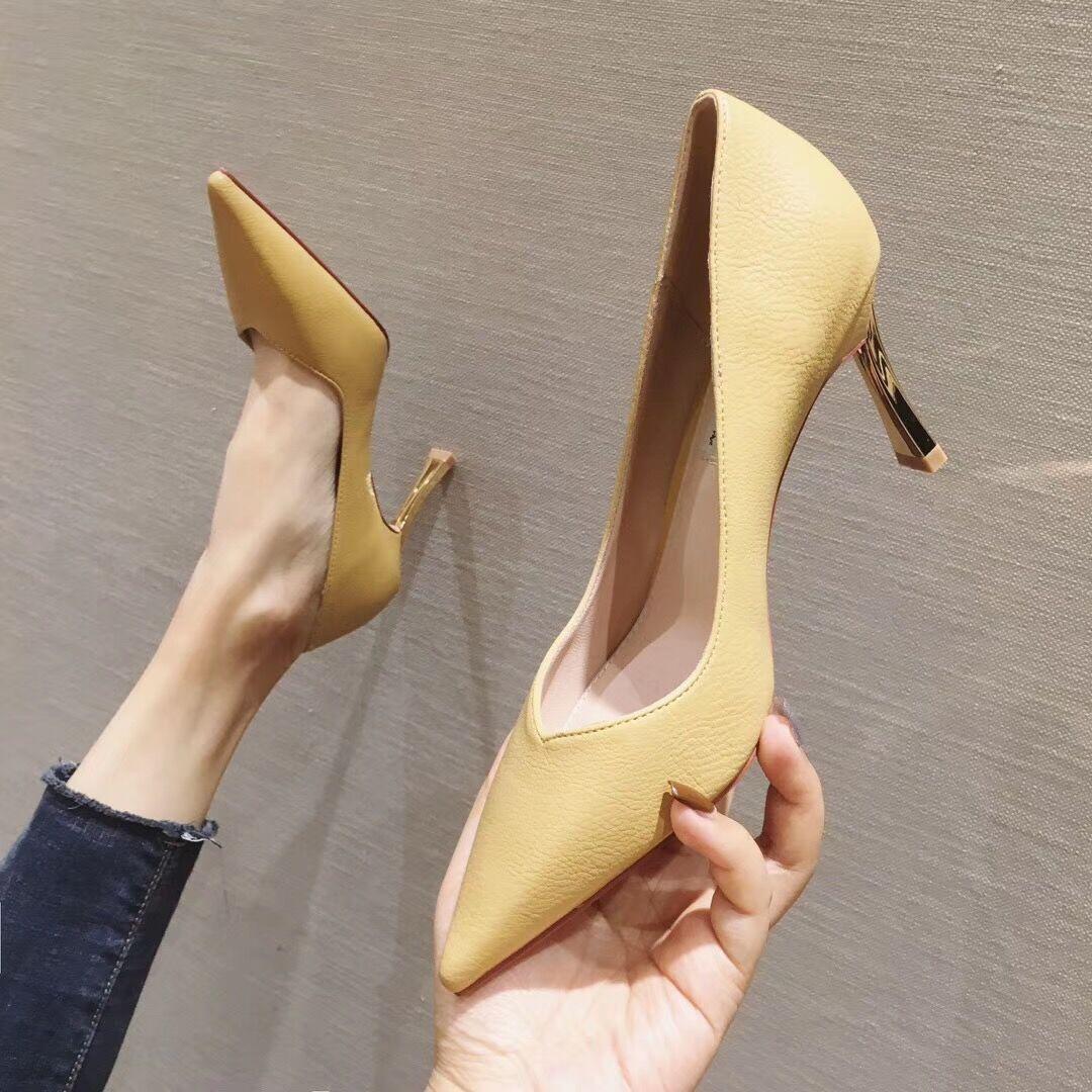 黄色尖头鞋 金属跟气质黄色春款女鞋2020新款时尚细跟高跟鞋V口尖头名媛单鞋_推荐淘宝好看的黄色尖头鞋