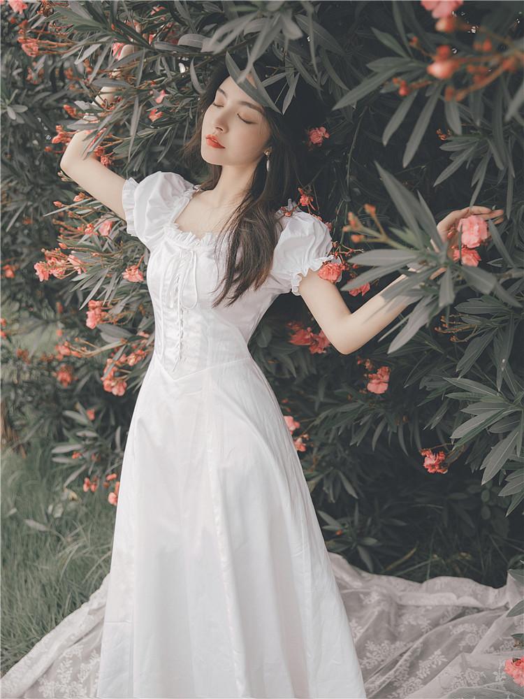 白色连衣裙 法式设计感小众宫廷复古一字肩小白色温柔风连衣裙子仙女超仙森系_推荐淘宝好看的白色连衣裙