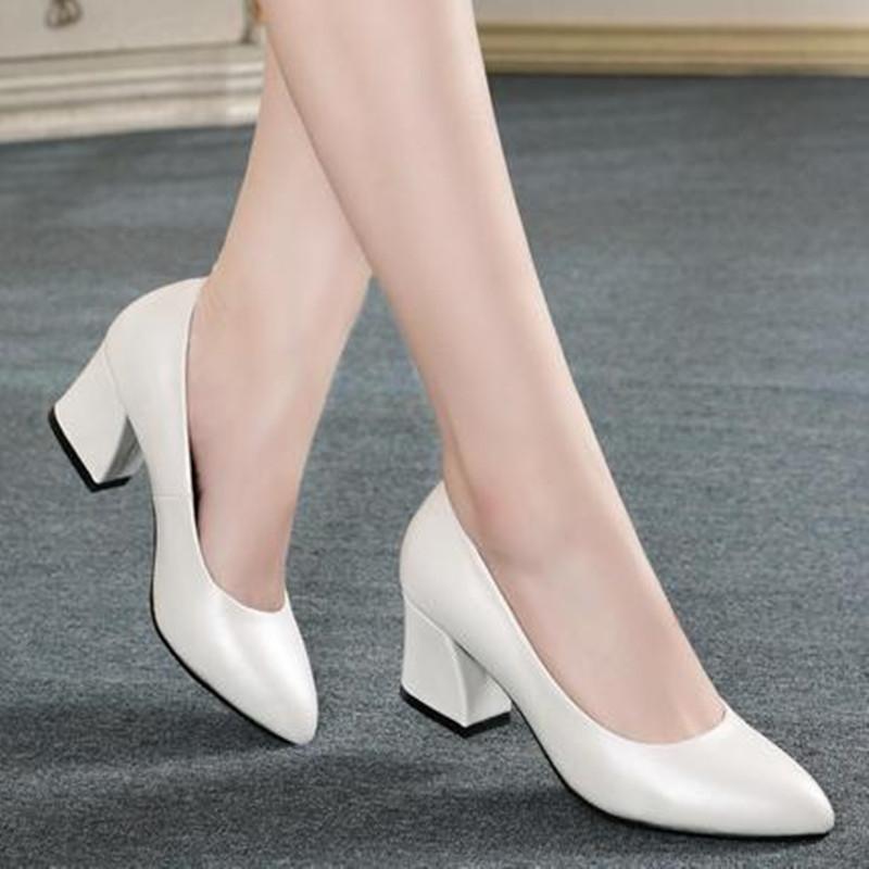 白色高跟单鞋 2021春秋新款白色工作浅口高跟鞋女粗跟尖头单鞋OL职业大码女鞋子_推荐淘宝好看的女白色高跟单鞋
