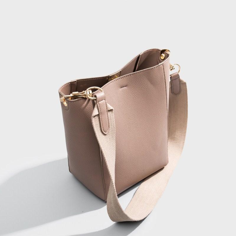 巴宝莉水桶包 2020新款网红sangle水桶包女真皮女包宽带简约子母包单肩斜挎包_推荐淘宝好看的巴宝莉水桶包