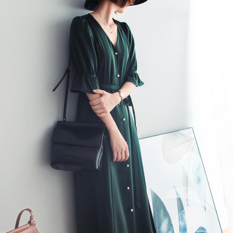 绿色连衣裙 2021春夏款复古墨绿色连衣裙气质V领短袖收腰法国小众桔梗中长裙_推荐淘宝好看的绿色连衣裙