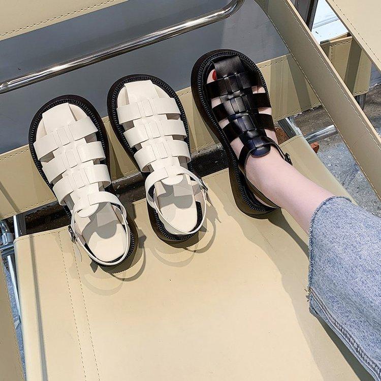 镂空罗马鞋 包头凉鞋女2021年新款夏松糕厚底鞋学生百搭平底一字扣镂空罗马鞋_推荐淘宝好看的镂空罗马鞋